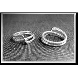 Ribbon Crossover Ring