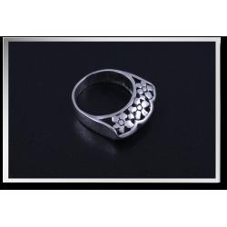 Side Faceted Flower Ring